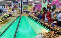 Các siêu thị đông nghịt trước giờ đóng cửa