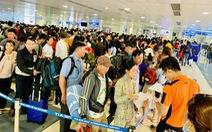 Linh hoạt vé giờ chót ở sân bay Tân Sơn Nhất chiều 30 Tết