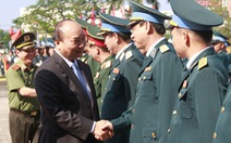 Chiều 30 tết, Thủ tướng Nguyễn Xuân Phúc chúc tết sư đoàn không quân