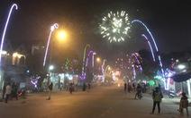 Pháo vẫn nổ rầm rộ đêm giao thừa trên quốc lộ ở Nghệ An