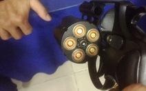 Thanh niên mang súng, ma túy đá và 2 giấy chứng nhận cấp bộ