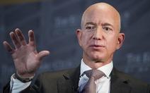 Tỉ phú Jeff Bezos bị dọa tung ảnh nhạy cảm 'dưới thắt lưng'