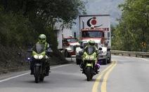 Xe chở hàng viện trợ Mỹ tới cầu biên giới Venezuela