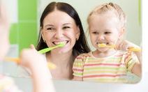 Hướng dẫn chăm sóc răng miệng cho trẻ theo từng độ tuổi
