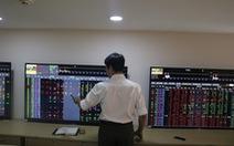 VN Index trụ vững mốc 1.000 điểm, chuyên gia nói 'không có gì bất lợi'