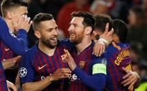 Messi rực sáng, Barcelona đè bẹp Lyon để vào tứ kết Champions League