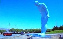 Đặt tượng 'Người đàn ông cúi đầu' ở Huế - phải thu nhỏ tượng lại