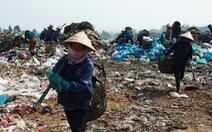Bãi rác Khánh Sơn cao như núi, đang tiếp tục cao thêm