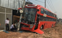 Xe khách tông xe tải, 20 khách đứng tim, hàng trăm nhà mất điện