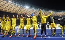 Dortmund vươn lên ngôi đầu sau trận thắng kịch tính Hertha Berlin