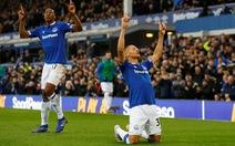 Thua Everton, Chelsea gặp khó trong cuộc đua vào tốp 4