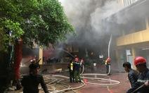 Cháy khách sạn 8 tầng ngay sát bệnh viện, bệnh nhân hoảng loạn