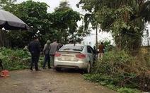 Tài xế taxi nghi bị cướp bắn đạn ghim vào đầu
