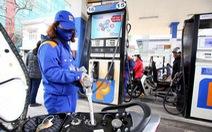 Giá xăng tăng gần 1.000 đồng/lít dù đã chi mạnh quỹ bình ổn