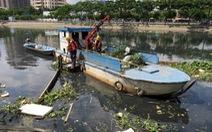 Vớt rác trên sông: Nhiệt tình thôi, chưa đủ...