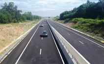 Xe chở heo trên cao tốc Đà Nẵng - Quảng Ngãi phải đi sang quốc lộ 1