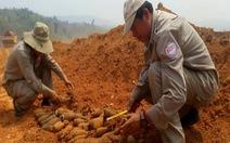 Đào rẫy trồng chuối, thấy cả trăm quả đạn pháo