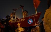 Vác 'du thuyền' đi cổ vũ đội tuyển U23 Việt Nam