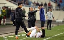 Ông Park tính 'phi' vô sân khi thấy học trò bị phạm lỗi thô bạo