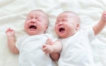 Một cặp sinh đôi nhưng có đến... 2 người cha