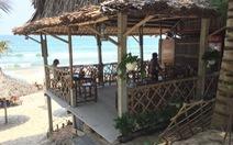 Xâu xé bãi biển An Bàng dựng chòi đón khách