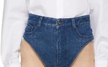Quần jeans siêu ngắn 'xấu đau đớn' giá 470 đô vẫn cháy hàng
