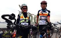 Đạp xe từ Hà Nội đến TP.HCM giúp đỡ những cuộc đời bất hạnh