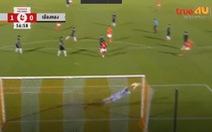 Video Văn Lâm bay kiểu 'người nhện' cứu thua cho Muangthong United