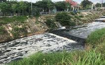 Nước kênh ô nhiễm từ Long An chảy sang Bình Chánh, TP.HCM