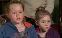 Nhờ kỹ năng cha mẹ dạy, 2 bé gái sống sót sau 2 ngày đêm lạc trong rừng