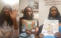 Cô hiệu trưởng đọc sách cho học sinh toàn trường vào buổi tối