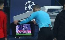 Các chuyên gia nói gì về quả phạt đền của Manchester United ?