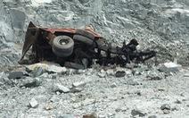 Xe tải trôi dốc mỏ đá, nam tài xế chết thảm