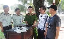 Nhặt được túi xách, 'tung quân' tìm du khách Hàn Quốc trả lại