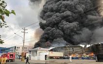 Cháy lớn kho chứa gỗ trong Khu công nghiệp Sóng Thần