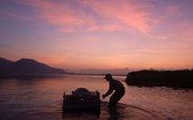 Trắng đêm lặn mò vẹm đất ở đầm Thủy Triều