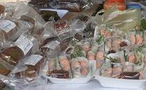 Lễ hội bánh dân gian Nam Bộ còn dùng nhiều nilông