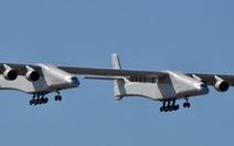 Ngắm chiếc máy bay lớn nhất thế giới trên không trung