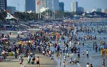 Dân Sài Gòn trốn nóng, ken đặc biển Vũng Tàu