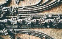 Cánh cửa Nhà thờ Đức Bà Paris bị xem là 'tác phẩm của quỷ'