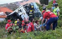 Lật xe buýt du lịch, ít nhất 29 người thiệt mạng