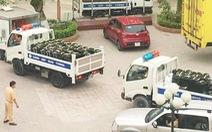 Dân định đốt nửa tấn ma túy đá bên đường vì tưởng... rác