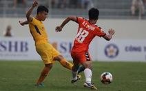 2 hậu vệ SHB Đà Nẵng tặng bàn thắng cho SLNA