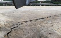 Dự án đường và cầu 77 tỉ đồng rạn nứt bất thường