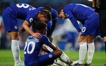 Bị Burnley cầm chân, Chelsea vẫn vượt mặt Arsenal