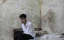 Đứa con trai lớp 9 nhà nghèo chết lặng nghe tin mẹ gặp nạn nửa đêm