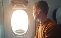 Những ai được phép ngồi ở hàng ghế lối thoát hiểm trên máy bay?