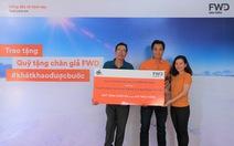 Bảo hiểm FWD trao Quỹ tặng chân giả