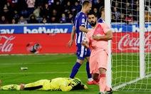 Suarez tỏa sáng, Barcelona chạm tay vào chức vô địch