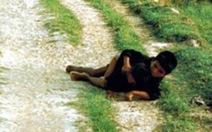 'Anh che đạn cho em' ở Mỹ Lai: bức ảnh trở về với sự thật